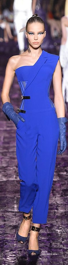 Wow!  I wonder if there's a bolero/jacket that finishes the other side of the jumper lapel.     Atelier Versace Fall 2014 Couture ♔ Haute Couture Week Paris