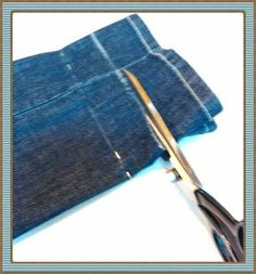 How to hem jeans and trousers- Come fare l'orlo a jeans e pantaloni How to hem jeans and pants. A quick and easy tutorial even for the less experienced sewing. Sewing Hacks, Sewing Tutorials, Sewing Projects, Sewing Patterns, Sewing Tips, Sewing Class, Love Sewing, Makeup Bag Organization, Hem Jeans