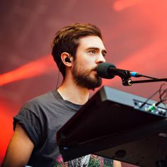 kyle simmons-is it fair that he's gorgeous too?