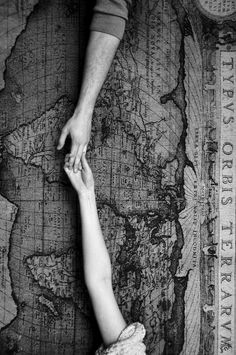 .. in quel momento seppi che avevo bisogno di quella donna, che il suo amore aveva la stessa misura del vuoto del mio cuore. _ Efraim Medina Reyes _.. At that moment I knew that I needed that woman, that her love had the same degree of vacuum of my heart. Efraim Medina Reyes