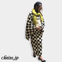 【着物コーディネート】 黒白市松着物×ベレー帽×パンプス 市松着物と生成りの帯でレトロな雰囲気に。 ベレー帽とパンプスを黒で統一し、差し色にマスタードのストールを合わせました。