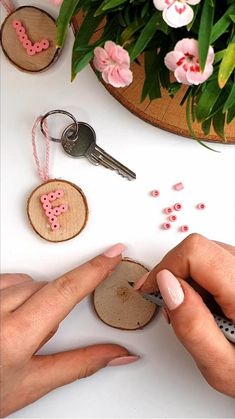 Diy Home Crafts, Diy Craft Projects, Arts And Crafts, Resin Crafts, Yarn Crafts, Bead Crafts, Diy Presents, Diy Gifts, Diy Keychain
