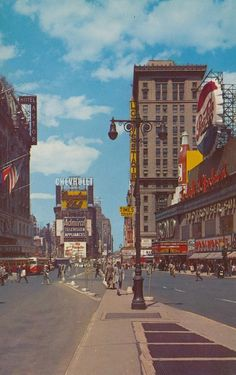 Times Square - New York, New York retro wallpaper America Foto Picture, Picture Wall, City Aesthetic, Aesthetic Vintage, Aesthetic Girl, Aesthetic Backgrounds, Aesthetic Wallpapers, Images Esthétiques, Photographie Indie