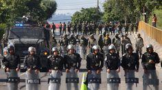 """ICYMI: """"No somos robots"""": la Policía de Honduras se declara en huelga en medio de la crisis política"""
