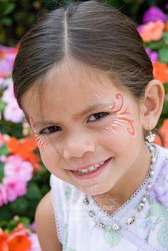 pretty eyelash girly facepainting...