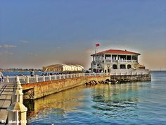 İSTANBUL FENERBAHCE VE KALAMIS with its MArina and the many small restaurants, bars and cafes dotting the seaside its a great place to spend the evening.