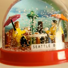 Seattle vintage snow globe