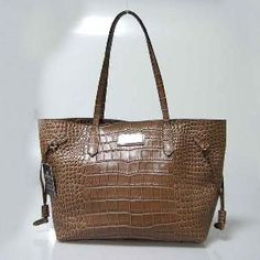 Simran international's main area of expertise is the manufacturing of leather jackets for both men and women, ladies leather handbags and travel bags. http://www.simraninternational.com/photos.html