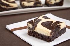 Brownies de chocolate blanco y negro.