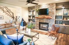 Simple and Impressive Tips and Tricks: Basement Remodeling Bob Vila small basement remodeling family room.Basement Plans Curb Appeal basement remodeling on a budget layout.Basement Remodeling With Poles. Chip Gaines, Chip E Joanna Gaines, Fixer Upper Living Room, My Living Room, Home And Living, Living Area, Small Living, Cozy Living, Small Basement Remodel