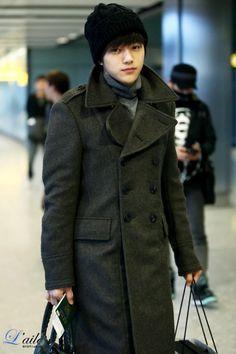 korean airport fashion and casual wear Korean Airport Fashion, Asian Fashion, Kim Myungsoo, Hallyu Star, Asian Hair, Golden Child, Cute Korean, Airport Style, Asian Men