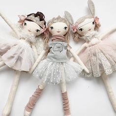 Some Tips, Tricks, And Techniques For Your Perfect fabric scrapsTime to get your Fri-Yay on!The most darling dolls! These Little Treasures Handmade dolls any child would enjoy. Doll Crafts, Diy Doll, Fabric Toys, Fabric Crafts, Paper Toys, Sewing Dolls, Doll Tutorial, Little Doll, Doll Maker