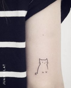 50 Adorable Micro Tattoos by Juan Blat - 50 Adorable Micro Tattoos by Juan Blat Mini Tattoos, Little Tattoos, Body Art Tattoos, Small Tattoos, Sleeve Tattoos, Stomach Tattoos, Ankle Tattoos, Tribal Tattoos, Minimalist Cat Tattoo