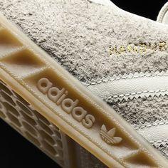 Zapatillas Adidas Hamburg color beige ante vintage BB5110. Adidas Originals 2017.  https://www.zake.es/zapatillas-moda/zapatillas-hamburg-ante-beige-adidas-original-11072.html