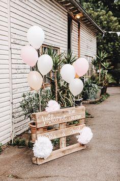 Grad Party Decorations, Outdoor Wedding Decorations, Graduation Party Decor, Grad Parties, Wedding Centerpieces, Outdoor Graduation Parties, Civil Wedding, Diy Wedding, Rustic Wedding