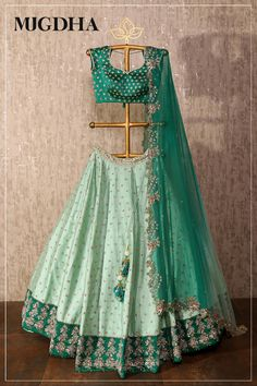Check out my top 6 favourite Hyderabad Bridal Designer. Fresh ethnic fashion with loads of summer outfit choices,you will fall in love with the collections. Half Saree Designs, Choli Designs, Lehenga Designs, Saree Blouse Designs, Half Saree Lehenga, Green Lehenga, Lehnga Dress, Floral Lehenga, Lehenga Style