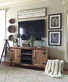33 Charming Rustic Living Room Wall Decor Ideas for a Fabulous Relaxing Space - The Trending House Cottage Living Rooms, Living Room Interior, Living Room Furniture, Wooden Furniture, Furniture Layout, Kitchen Living, Apartment Living, Apartment Ideas, Antique Furniture