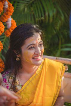 Marwari Wedding Photography Best Photographer Haldi Function Photos Stills Mehndi Ceremony, Haldi Ceremony, Indian Wedding Ceremony, Wedding Ceremonies, Wedding Pics, Indian Bridal Fashion, Indian Bridal Makeup, South Indian Weddings, South Indian Bride