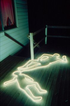 INSPIRATION - Neon crime scene silhouettes (Source : http://merylpataky.tumblr.com/)