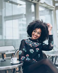 See this Instagram photo by @musesuniform • . : Pic by @leshommesheureux || style. Afro hair. Natural hair. Smile. Kinky curly hair.