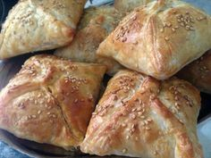 Samsa is a Central Asian baked pastry with savory filling. This time I am making it with duck meat, pumpkin and potatoes. Chop duck meat or you can buy and use ground meat. Real Food Recipes, Snack Recipes, Cooking Recipes, Good Food, Yummy Food, Chicken Bites, Chicken Meals, Happy Foods, Lunch Snacks
