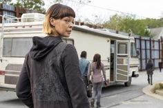 """THREE WALKING DEAD ACTORS PROMOTED TO SERIES REGULARS FOR SEASON 8 - Photo: Pollyanna McIntosh as """"Jadis"""" in Ep. 716   The Walking Dead from Skybound"""