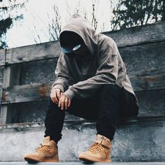 Boy Fashion Dress Up Games New Street Style, Urban Street Style, Urban Style, Portrait Photography Men, Photography Poses For Men, Urban Street Fashion Photography, Urban Chic Outfits, Fashionable Outfits, Rapper Outfits