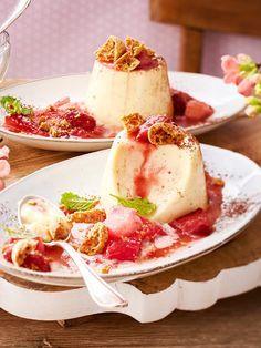 Mit #rhabarber und Amarettini ist das Eierlikör-#Pannacotta unser liebstes #Dessert zu Ostern!