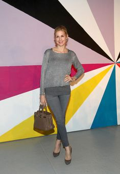 Kelly Rutherford Photos - Kelly Rutherford poses on the runway at the Alice + Olivia Fall 2012 Presentation during Mercedes-Benz Fashion Week at Center 548 on February 13, 2012 in New York City. - Alice + Olivia - Arrivals - Fall 2012 Mercedes-Benz Fashion Week