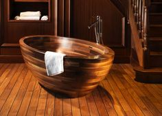 Simple et minimaliste, la baignoire design zen en bois embellit l'intérieur