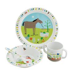 Ce coffret pour le repas sur le thème des animaux de la ferme sera parfait pour apprendre à bébé à manger comme un grand. Ce set comprend une cuillère, un bol, une assiette et une tasse avec une base antidérapante. Ces articles sont fabriqués en mélamine, ce qui les rend légers et résistants aux chocs. Articles lavables au lave-vaisselle.
