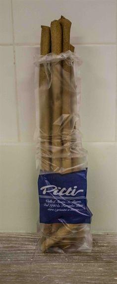 I grissini alle noci del Panificio Pitti sono apprezzati da tutti, sia come snack che come alternativa croccante al pane, e possono aiutarvi a preparare in pochi minuti dei gustosi antipasti o stuzzichini per l'aperitivo.