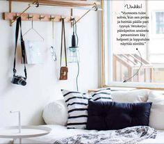 Kodin Kuvalehti Hanne Manelius sänky olohuoneessa
