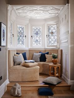 Keech Green: banquette in an Arts and Crafts house in London