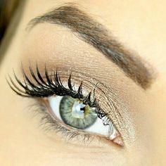 Pale Green Eyes | Great eye makeup. Urban decay natural pallette