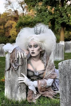 Dead Queen....she's AWESOME!!! I found my costume for Halloween NEXT year!!