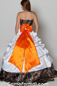 This is the most redneck shit I've ever seen. Bridal Gowns, Wedding Gowns, Wedding Day, Strapless Dress Formal, Prom Dresses, Formal Dresses, Redneck Wedding Dresses, Shotgun Wedding, Camo Dress
