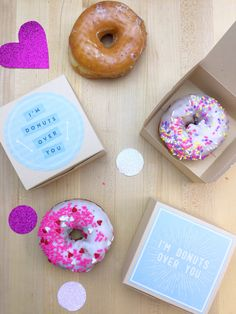 maybe donuts instead of cake/cupcakes. Valentines Day Office, Be My Valentine, Favor Bags, Gift Bags, Project Ideas, Craft Projects, Open When Letters, Party Ideas, Gift Ideas