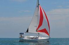 New Hunter 33e at sail!