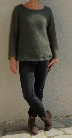 Voilà le pull tout fin, tricoté avec amour....par Tricolyne ! J'avais une commande, qui ressemble au final à peu près à ça...Un pull fin ... Normcore, Tunic Tops, Pullover, Knitting, Sweaters, Outfits, Art, Fashion, Couture Facile