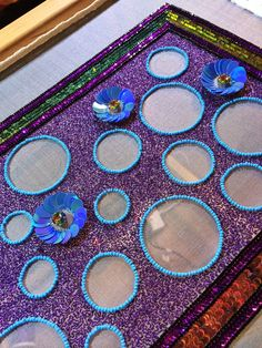 via Brodeur Bear I'm so in love with this! Really crisp clean, perfect circles! Embroidery On Kurtis, Hand Embroidery Dress, Kurti Embroidery Design, Bead Embroidery Patterns, Tambour Embroidery, Couture Embroidery, Embroidery Needles, Embroidery Fashion, Hand Embroidery Designs