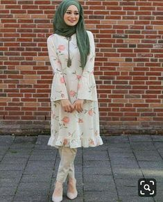 Short Frock Hijab Outfit for Cheerful Summer Walkouts – Girls Hijab Style & Hi. Short Frock Hijab Outfit for Cheerful Summer Walkouts – Girls Hijab Style & Hijab Fashion Ideas Islamic Fashion, Muslim Fashion, Modest Fashion, Girl Fashion, Fashion Dresses, Fashion Ideas, Style Fashion, Hijab Style Dress, Hijab Chic