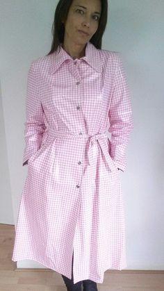 Raincoats For Women Casual Pink Raincoat, Plastic Raincoat, Rain Suit, Langer Mantel, Bronze, Raincoats For Women, Rain Wear, Mannequin, Boss Lady