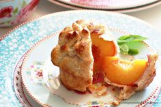 Individual Whole Peach Pies: Wrap a honey-filled peach in pastry and bake. Great idea! Brownie Desserts, Mini Desserts, Just Desserts, Party Desserts, Dessert Crepes, Fruit Dessert, E Claire, Eat Dessert First, Yummy Food