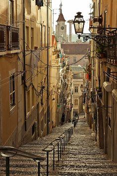 Ruas e ruelas de Lisboa, todas elas cheias de estórias para contar. Lúcia