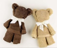 You will love to learn how to make a washcloth teddy bear and it makes the perfect baby shower gift. Be sure to watch the video tutorial too. - Washcloth - Ideas of Washcloth Décoration Baby Shower, Cadeau Baby Shower, Shower Bebe, Baby Shower Gifts, Baby Showers, Towel Animals, Sock Animals, Baby Animals, Towel Crafts