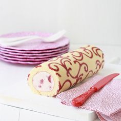 Cake roll tutorial. VERY cool.