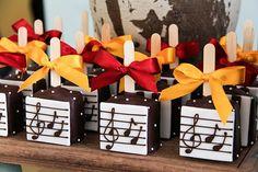 Birthday Giveaways For Kids, First Birthday Themes, 1st Birthday Parties, First Birthdays, Drum Cake, Estilo Rock, Music Party, Cake Pops, Musicals