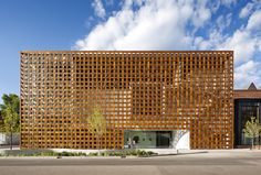 Shigeru Ban - Aspen Art Museum, Colorado, 3000sq m. Prodema metal substructure made with woven ribbons of plywood