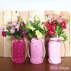 pink painted pasta jar flower vases upcycled jars jar upcycling ideas valentine's day decor Diy Bracelet Storage, Jewelry Rack, Flower Vases, Flowers, Upcycling Ideas, Chalkboard Art, Wooden Jewelry, Something Beautiful, Program Design